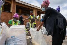 Weltweit hungern mehr Flüchtlinge wegen COVID-19-bedingten Finanzierungslücken