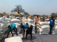 WFP: Foto/Ashley Baxstrom, WFP verteilt Nahrungsmittel in Simbabwe
